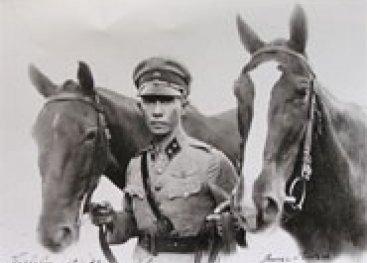 Man met twee paarden, verzet in Soerabaya